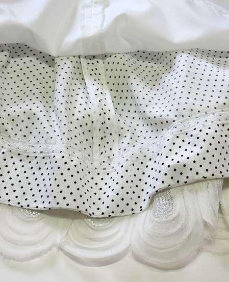 whitedressbordercloseupp7